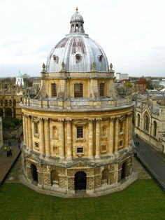 Oxford University... When my daughter studies abroad here .... We will definitely   have to visit her.... ;)
