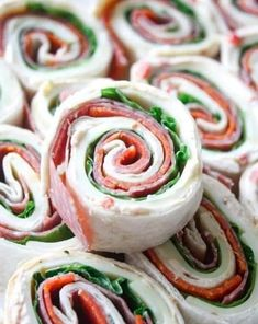 Recipes With love Deli Sandwiches, Pinwheel Sandwiches, Cheese Appetizers, Appetizers For Party, Appetizer Recipes, Sandwich Appetizers, Italian Appetizers, No Cook Appetizers, Parties Food