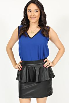 I love this outfit! Both the top and skirt are available on our website.