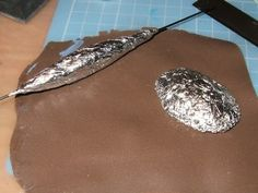 How to make lightweight bead cores from aluminum foil.  Translate. ~ Polymer Clay Tutorials