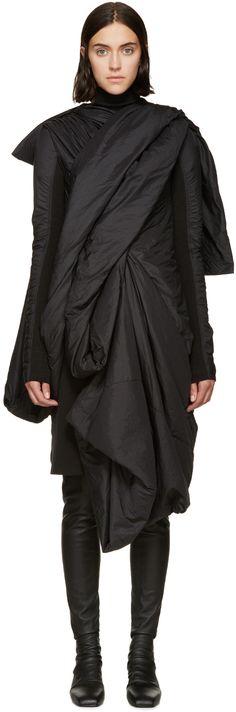 Visions of the Future // Rick Owens: Black Nylon Lakme Coat Monochrome Outfit, Monochrome Fashion, Dark Fashion, Fashion Beauty, Avantgarde, Future Fashion, Black Nylons, Rick Owens, Street Style