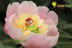Peter Pan - LEGO Disney Minifigure Lego Disney, Peter Pan, Tinkerbell, Disney Characters, Fictional Characters, Disney Princess, Art, Art Background, Peter Pans