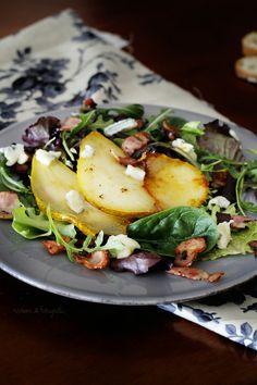 Ensalada de pera confitada y gorgonzola