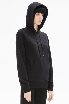 Helmut Lang hoodie made to be comfortable. Sporty Outfits, Sporty Style, Helmut Lang, Sport Fashion, Hoodies, Sweatshirts, Black Hoodie, Clothes For Women, Model