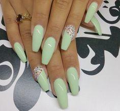 Pastel green acrylic nails