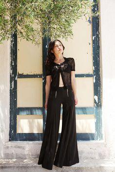 Vintage black skirt pants with zipper details.size 2