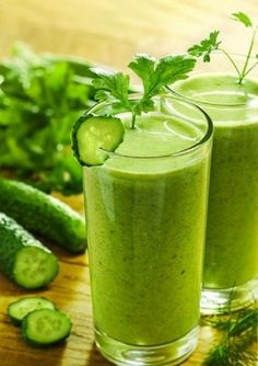 Super Green Juice/Smoothie-i hate that the word detox is in the title. you should consume this for health purposes on a regular basis. not to detox over 3 days. the nutrition from this drink alone, everyday. Healthy Detox, Healthy Smoothies, Healthy Drinks, Healthy Life, Healthy Habits, Healthy Snacks, Bebidas Detox, Smoothie Detox, Juice Smoothie