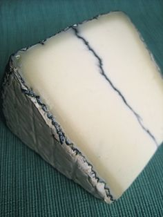 Humboldt Fog Humboldt Fog is a mold-ripened cheese with a central line of edible ash much like Morbier. The cheese ripens starting with the bloomy mold exterior, resulting in a core of fresh goat cheese surrounded by a runny shell. As the cheese matures, more of the originally crumbly core is converted to a soft-ripened texture. The bloomy mold and ash rind are edible but fairly tasteless.