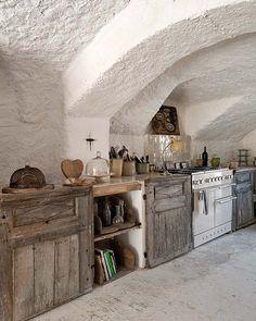 Stunning rustic kitchen via Keltainen talo rannalla: Kauniita koteja