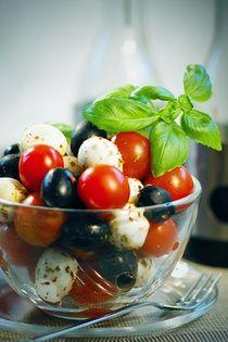 Formaggio Příjemně aromatická, nahrubo drcená směs obsahující sušená rajčata, cibuli, bazalku, česnek, sladkou papriku, tymián, oregano, petrželku, pepř a ...
