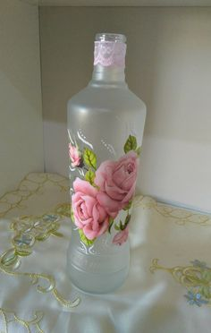 1 million+ Stunning Free Images to Use Anywhere Painted Wine Bottles, Vintage Bottles, Bottles And Jars, Glass Bottle Crafts, Bottle Art, Bottle Painting, Diy Painting, Diy Decoupage On Glass, Clay Flowers