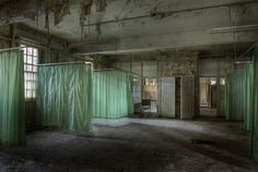 No matter how many times he has been threatened or arrested, Dan thinks it's all worth it. These haunting photos from an abandoned asylum prove his point. Abandoned Buildings, Abandoned Property, Abandoned Asylums, Abandoned Castles, Abandoned Places, Haunted Asylums, Haunted Places, Old Hospital, Abandoned Hospital