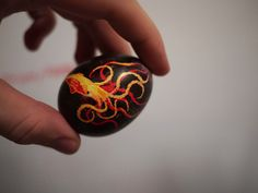 so coool!!! @Stephanie Hammell, @Ashley Hammell we should have decorated the eggs like this!