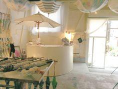 日傘デザイナー ひがしちかさんが手がける『コシラエル(Coci la elle)』の新作雨傘の展示販売会が5月20日(火)から東京・清澄白河の『Coci la elle』のアトリエ兼ストアでスタートします。- dacapo | 梅雨が来る前に素敵な傘を探しに行こう!『コシラエル』新作展示販売会。