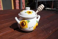 Honey pot small 250 ml- lidded container with spindle for honey. Nice gift for teatime fans. Tea Time, Tea Pots, Best Gifts, Honey, Container, Fans, Nice, Tableware, High Tea