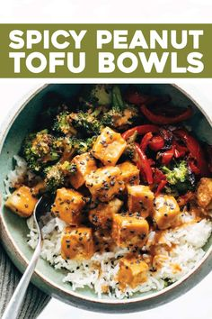 These Spicy Peanut Tofu Bowls are a meal prep / weeknight dinner life-saver! - These Spicy Peanut Tofu Bowls are a meal prep / weeknight dinner life-saver! Crispy tofu roasted ve - Healthy Smoothie, Spicy Peanut Sauce, Peanut Butter, Crispy Tofu, Cooking Recipes, Healthy Recipes, Kid Recipes, Cleaning Recipes, Oven Recipes