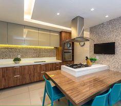 Vou dormir sonhando com esta cozinha das queridas arquitetas Gabi e Andrea do escritorio @depaulaenobrega sou fã do trabalho delas!  #lardocedecor #decor #arquitetura #cozinha #kitchen #homedecor #decor #cozinhamoderna #olioliteam