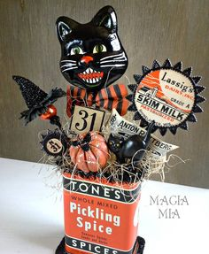 Adorable vintage Halloween by Maria ( Vintage Halloween Cards, Vintage Halloween Decorations, Retro Halloween, Halloween Ornaments, Halloween Items, Halloween Projects, Holidays Halloween, Spooky Halloween, Halloween Diorama