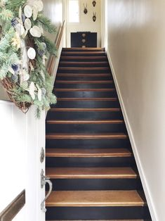 Home Sweet Deesign. Entryway Staircase With Farrow & Ball - Murphy Deesign Stair Renovation, Stair Remodel, Painted Staircases, Sweet Home