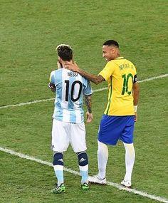 Messi e Neymar - Brasil x Argentina God Of Football, Football Drills, Football Fans, Neymar E Messi, Messi Soccer, Fc Barcelona Neymar, Neymar Brazil, International Soccer, Pro Evolution Soccer