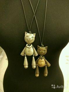 Подвески на шнурках. 2 штуки - коты серебристый и бронзовый.  Лицо-мордочка у котов с 2-х сторон) На пузике - пупок)  По 1000 каждый