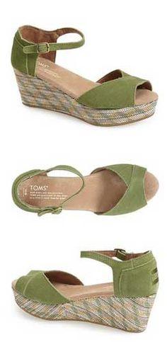 Cute TOMS wedge platform sandals http://rstyle.me/n/v5tvrnyg6