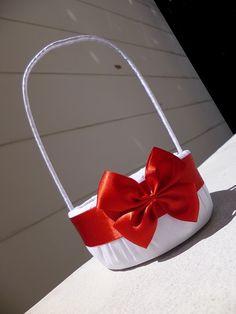 Cesta decorada BUTTERFLY com al�a. <br> <br>Produto realizado para o casamento da noiva Fl�via do Rio de Janeiro - RJ. <br> <br>Fotos da cesta tamanho PM. <br>Tamanho da cesta dispon�vel: PM. <br>Capacidade de armazenamento de p�talas: pequena. <br>Compare o tamanho (classifica��o da menor para a maior): Mini PP P PM M G GG. <br> <br>Sugest�es de uso: <br>1) Cesta p/ florista
