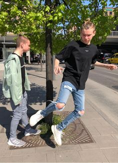 Summer is finally starting to come back to the beautiful Scandinavia! Broken Leg, Funny Short Videos, Weird Pictures, Album, Handsome Boys, New Music, True Love, Comebacks, Military Jacket