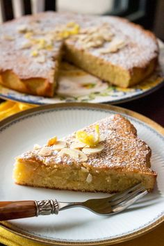 Spanish Almond Cake Recipe- Tarta de Santiago- A traditional Spanish cake that requires little effort to make, it is delicious and also gluten-free. Cake Recipes From Scratch, Easy Cake Recipes, Easy Desserts, Sweet Recipes, Baking Recipes, Delicious Desserts, Dessert Recipes, Easy Spanish Desserts, Spanish Cake Recipe