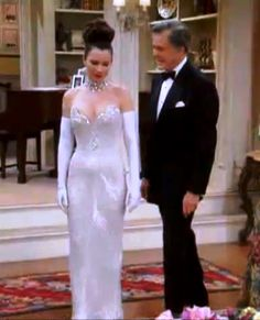 Fran Drescher from The Nanny wearing Bob Mackie - the same dress Madonna wore to the 1991 Academy Awards Nanny Outfit, Fashion Tv, Fashion Outfits, Couture Fashion, Runway Fashion, Fashion Trends, Fran Fine Outfits, 90s Party Outfit, 90s Outfit