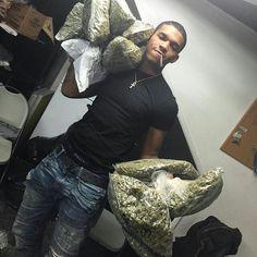 Buy Marijuana Online I Buy Weed and Cannabis Oil Online Cute Black Guys, Black Boys, Cute Boys, Fine Black Men, Fine Men, Trippie Redd, Rauch Fotografie, Smoke Pictures, Puff And Pass
