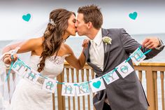 """Hold a """"Thank You"""" garland with your new husband or wife and you made your """"Thanks You's"""" that much easier   Photo: AAVA Photography   Infinity and Ovation Yacht Charters"""