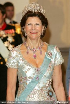 Queen Silvia wore this tiara for the first dinner during the Swedish State Visit to Denmark in May 2007. It was the first time she wore the tiara outside of Sweden.