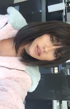 My Baby is beautyfull Short Straight Hair, Short Hair With Bangs, Haircuts Straight Hair, Bob Hairstyles With Bangs, Pretty Hairstyles, Medium Hair Styles, Short Hair Styles, Beer For Hair, Grunge Hair