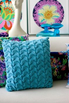Knit a textured cushion by Amy Buttler free knitting pattern Arm Knitting, Knitting Charts, Knitting Patterns Free, Crochet Patterns, Free Pattern, Crochet Stitches, Knit Crochet, Knitted Cushions, Knit Pillow