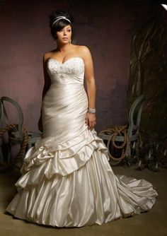 FTW Bridal Wedding Dresses Wedding Dresses Online, Wedding Dress Plus Size, Collection features dresses in all styles as well as more traditional silhouettes. Customize your bridal gown now! Plus Size Wedding Gowns, Wedding Dress Styles, Bridal Dresses, Bridesmaid Dresses Plus Size, Plus Size Dresses, Curvy Bride, Mermaid Dresses, Glamour, Dressing