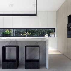 Sometimes all you can do is stare! #kitchenenvy Beautiful design by Kuoo Architects, spotted on the page of @interiorbymadeleine