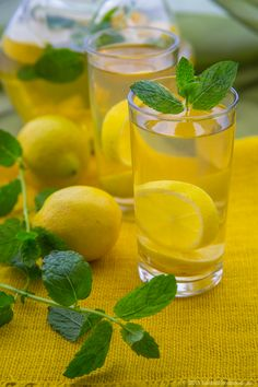 NICE LEMON AND MINT DETOX WATER