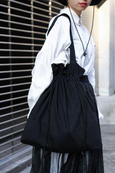 Urban Minimalist Fashion, Cinch Bag, Fru Fru, Diy Tote Bag, Reusable Grocery Bags, Craft Bags, Fabric Bags, Nylon Bag, Casual Bags