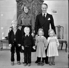 Irene en Carlos Hugo met hun vier kinderen