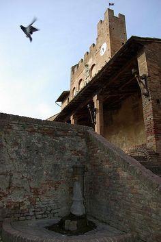 Certaldo alto - fontanella #TuscanyAgriturismoGiratola