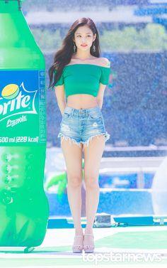 181014 jennie blackpink K in 2018 t Kim Jennie, Kpop Girl Groups, Korean Girl Groups, Kpop Girls, Blackpink Fashion, Korean Fashion, Fashion Outfits, Black Pink ジス, Blackpink Photos