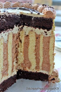 Dolci in Boutique Chocolate World, Chocolate Cakes, Sweets Recipes, Desserts, Cupcake Cakes, Cupcakes, Vanilla Cake, Sweet Treats, Rolls