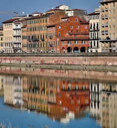 Uno scorcio di Lungarno Mediceo all'altezza di Piazza Cairoli (già Piazza della Berlina). Photo Credits: Francesco Batoni Pisa Tuscany