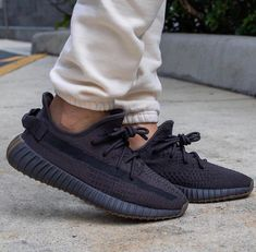 Sneakers Mode, Casual Sneakers, Casual Shoes, Shoes Sneakers, Sneakers Adidas, Yeezy Sneakers, Casual Jeans, Men's Shoes, Nike Shoes