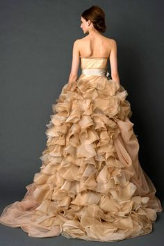 Vera Wang Dress 2012. This is potentially the colour I want to wear girls! @Simona Wong #wedding #dress @Carol Mo