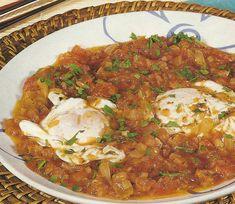 Tomatada com Ovos Escalfados - http://www.receitassimples.pt/tomatada-com-ovos-escalfados/