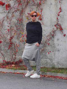Harem pants Drop crotch pants Pants with pockets Harem Fashion Star, Dope Fashion, Cooler Stil, Harem Trousers, Drop Crotch Pants, Ethical Fashion Brands, Jumpsuit Outfit, Summer Pants, Models