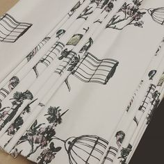 """@fabricsandpapers's photo: """"A gorgeous pair of roman blinds in Harry's garden ready to go out to our customer! #linen #fabrics #madetomeasure #sussex  #bird #design #birdcage #interiordesign #madeinengland #happycustomers"""""""