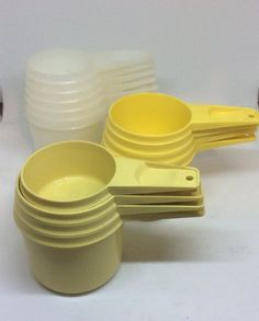 Molded Plastic Baking Chef Kitchen Prep Tools 1970s Tupperware Measuring Cups Set of 5 Gold Yellow  Vintage Tupperware